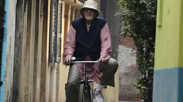 Amitabh Bachchan tweeted: Confetti and cheers ... applause and thank you pictures... crew photo opps and some emotions!! 'PIKU' shoot for me is done!