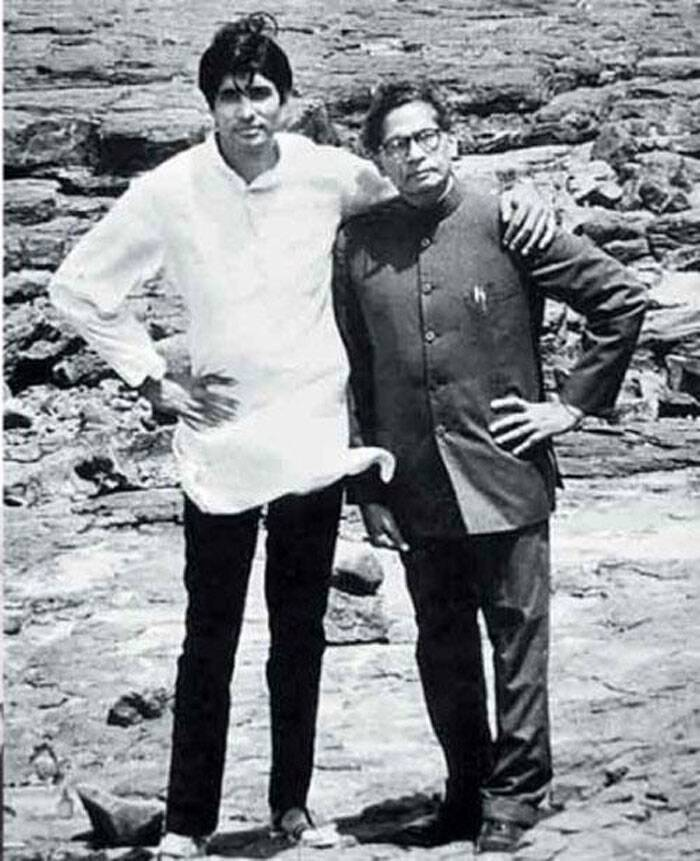 That's Big B with his father - Late Harivanshrai Bachchan. (Source: Twitter)