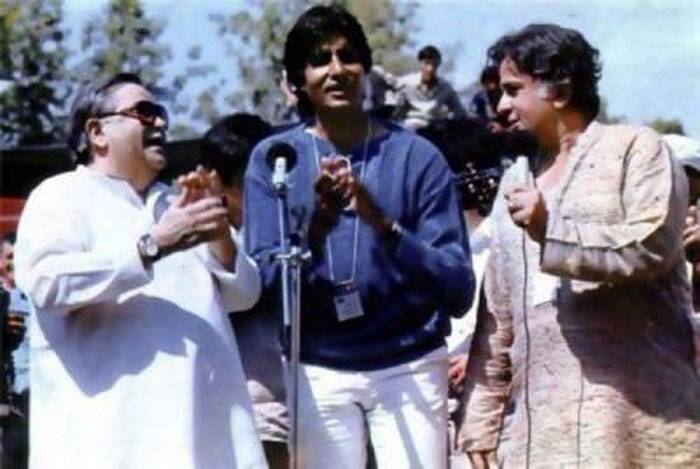 Late Raj Kapoor and Shashi Kapoor take centre stage with Amitabh Bachchan during their visit to Tashkent. (Source: Twitter)