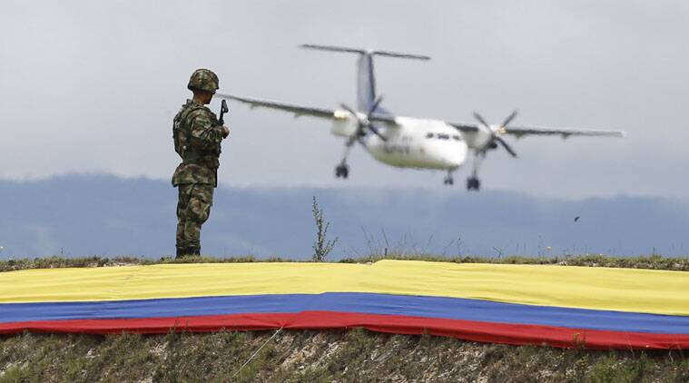 A power outage left the control tower at Colombia's main airport without radar for eight minutes.