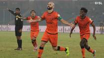 Delhi Dynamos thrash Mumbai City FC, move up to fifth spot