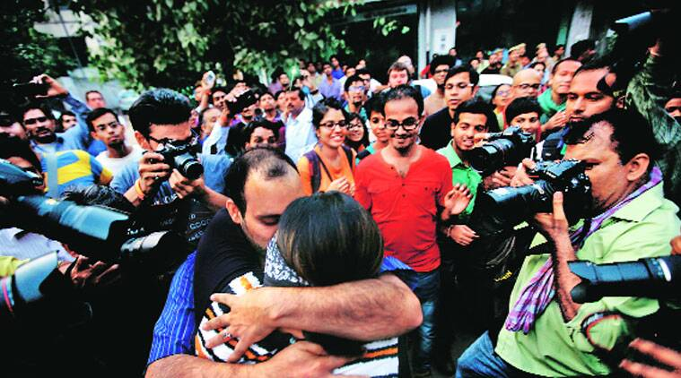 Many couples hugged and kissed each other even as Hindu Sena men (below) tried to break up the protest outside the RSS headquarters in Jhandewalan on Saturday.