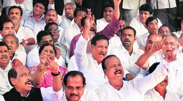 Senior Cong leaders squatted on the steps of Vidhan Bhavan and shouted slogans Wednesday.