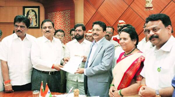 Shiv Sena leaders with Governor C Vidyasagar Rao at Raj Bhavan on Thursday. (Source: Express photo byPradeep Kochrekar)