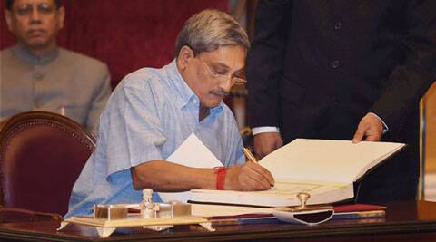 Ending freeze, Defence Minister Manohar Parrikar clears purchase of 814 artillery guns