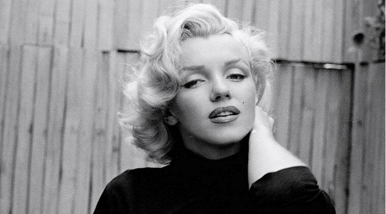 Hollywood icon Marilyn Monroe has topped the calendar icon race alongwith singer Kylie Minogue.