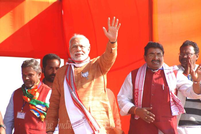 The Centre, he said, was determined to take Jharkhand to new heights if the BJP was voted to power in the assembly elections.  Narendra Modi with former Jharkhand chief minister Arjuna Munda and other local leaders at the rally.  (Source: Express Photo by Deepu Sebastian)