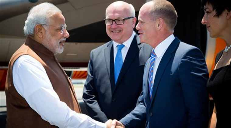 Narendra Modi is welcomed by Queensland's Premier Campbell Newman, right, as Australia's Attorney-General George Brandis looks on at Brisbane Airport ahead of the G-20 summit in Brisbane, Australia. (Source: AP photo)
