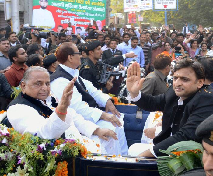 'Overwhelmed' Mulayam orders  CM son to fulfil Azam demands