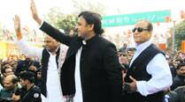 Mulayam attacks Modi, Akhilesh pays Anandiben courtesy visit