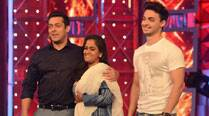 Salman Khan back to 'Bigg Boss' after celebrations; introduces Arpita, Aayush to inmates