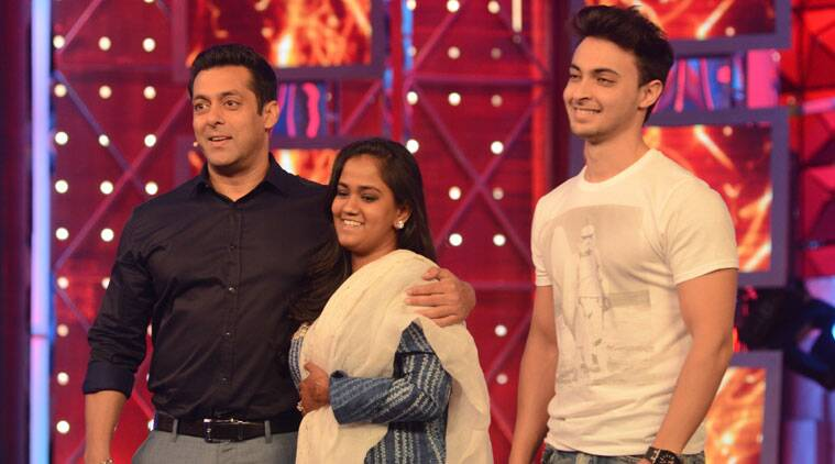 Adding to the happiness of the new found friendship, he revealed that he indeed has an original picture of the two Khans smooching (Haha!) which the journalists had produced by morphing out Arpita from the 'Karan Arjun' moment picture.