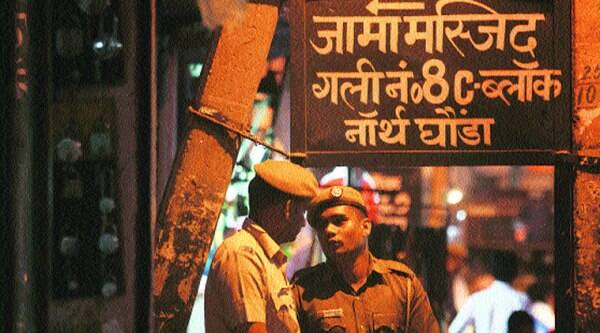 Police keep vigil in Babarpur's Noor-e-Ilahi area on Monday.  (Source: IE photo by Oinam Anand)
