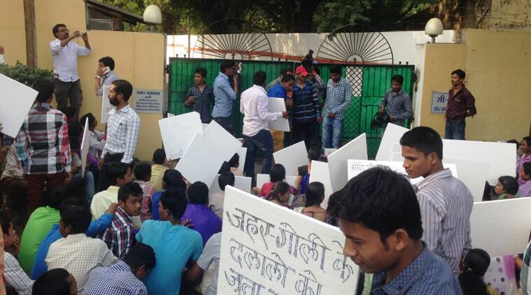 Protest-outside-Agarwal-hom