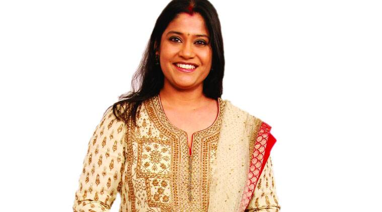 renuka shahane husband