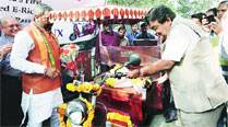 e-rickshaws all set for roads, licences 'within amonth'