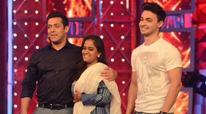 Newlyweds Arpita Khan, Aayush Sharma return to Mumbai; appear on 'Bigg Boss 8' with Salman Khan