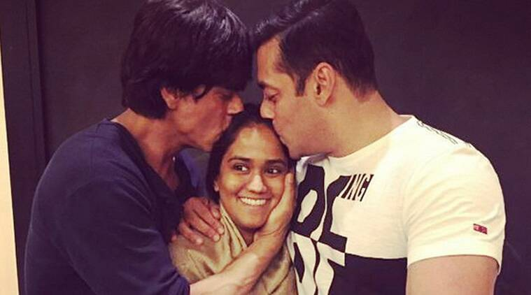 This will soon become the most liked Photo on Facebook and most retweeted on Twitter soon - a pic of the two warring Khans SRK and Salman kissing their soon-to-wed sister Arpita Khan. (Source: Instagram)