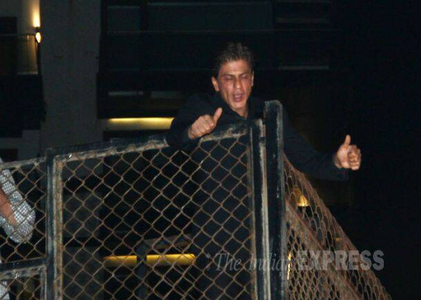Midnight Celebrations: Shah Rukh Khan rings in 49th birthday with fans