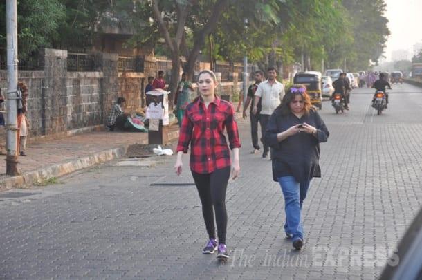 'Humshakals' actress Tamannah Bhatia joins Swachh Bharat campaign, sweeps the streets of Mumbai
