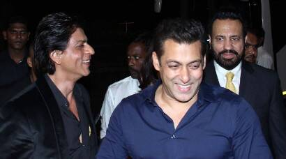 Shah Rukh Khan at friend Salman Khan's sister Arpita Khan's wedding reception