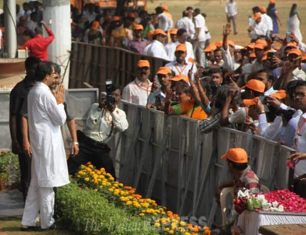 Uddhav, Raj, Fadnavis pay respect to Bal Thackery