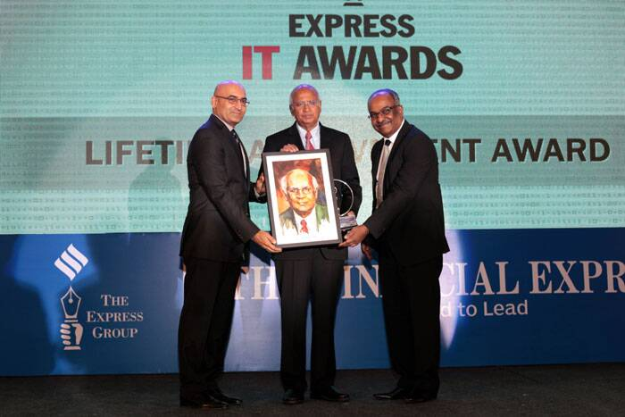S Ramadorai receiving the Lifetime achievement award at the Express IT Awards in Bengaluru on Dec  5th 2014. (Source: Express photo by Ravi Kanojia)