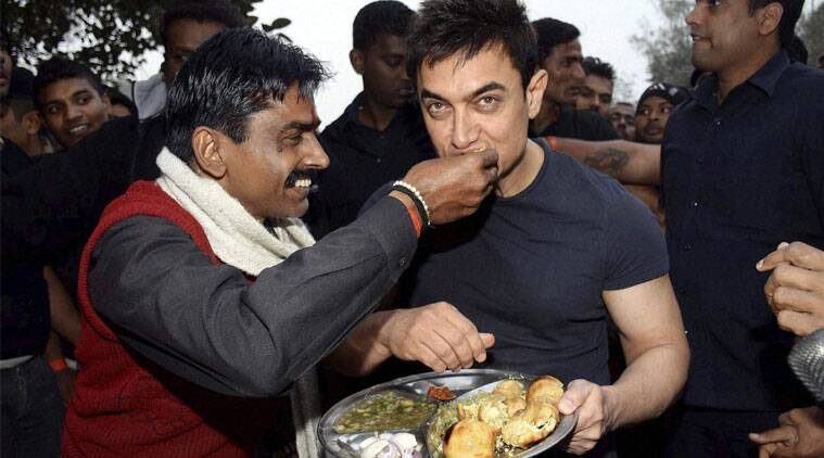 Aamir Khan visited a roadside shop and enjoyed Bihari delicacy litti-chokha while promoting 'PK'. (Source: AP)