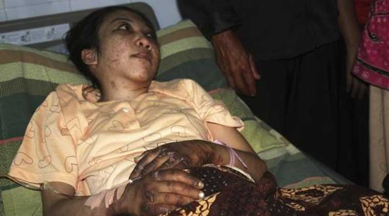 Indonesian domestic helper Erwiana Sulistyaningsih lies in a bed whilst being treated at a hospital in Sragen, Indonesia's Central Java province January 17, 2014. (Source:Reuters)