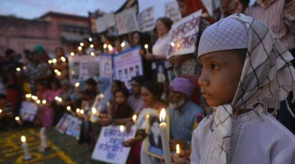 Survivors of Bhopal Gas Disaster take part in candle light vigil to pay tribute to mark the 30th anniversary of Bhopal Gas tragedy. (Source: PTI Photo)