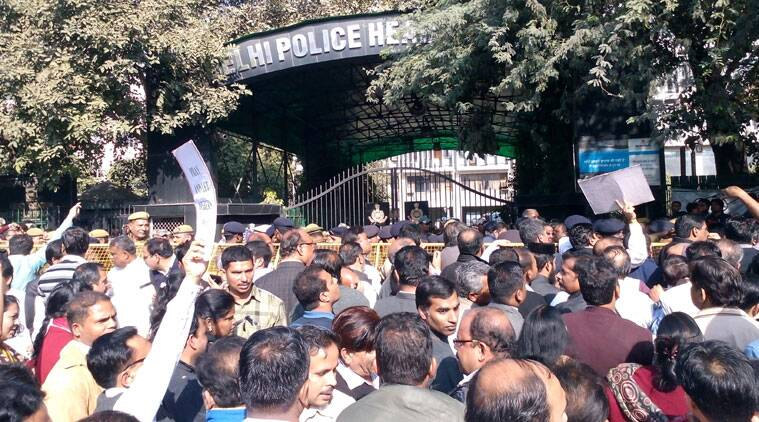 People protest outside the Delhi Police headquarters at ITO, New Delhi. (Source: Krishna Vamsi)