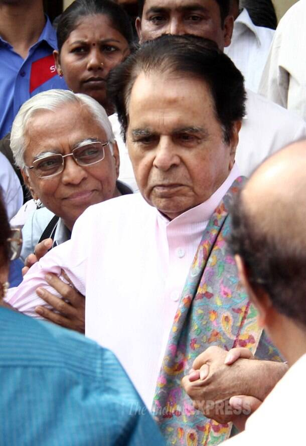 Dilip Kumar turns 92, discharged from hospital, met with kisses from wife Saira Banu