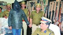 International smuggler held in Lucknow; cache of arms, animal skin recovered