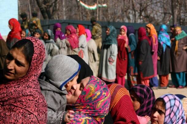 Kashmiris brave cold weather to cast vote in phase 3 of polling in J-K