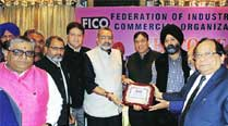 CICU, FICO take up issue of credit limit hike with Giriraj Singh