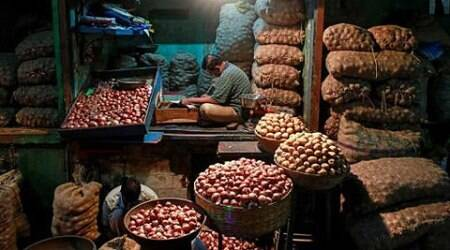 Inflation cools to (-)0.9% in Jan as food prices ease