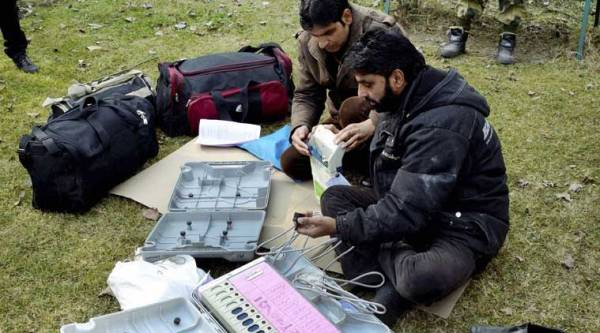 Baramulla: Polling staffs check Electronic Voting Machines (EVMs) before leaving for polling duty in Baramulla district of North Kashmir on Monday. (Source: PTI)