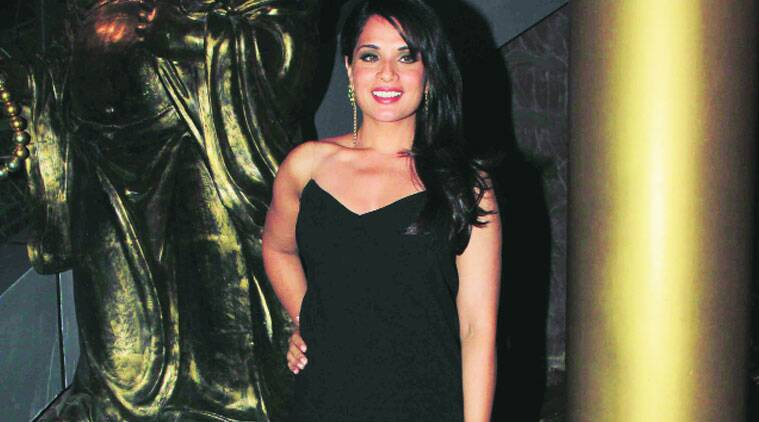 Richa Chadha, known for playing a brave and bold girl on the big screen, recently gave an earful to two men who misbehaved with her. The actress says all women must express themselves in such situations.