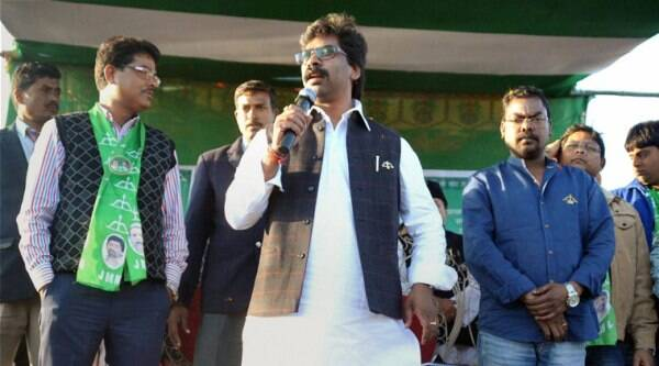 Jharkhand Chief Minister Hemant Soren addresses an election campaign rally in Dumka. (Source: PTI photo)