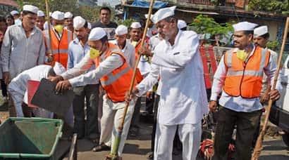 Mumbai dabbawalas deliver on Swachh Bharatpromise