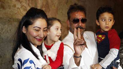 Sanjay Dutt watches 'PK' with family, Aamir Khan
