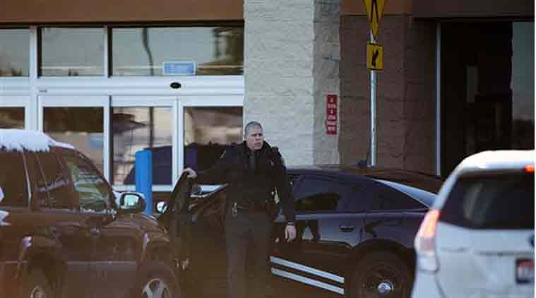 An Idaho State Patrol officer arrives at Wal-Mart in Hayden, Idaho, Tuesday, Dec. 30, 2014. (Source:AP)