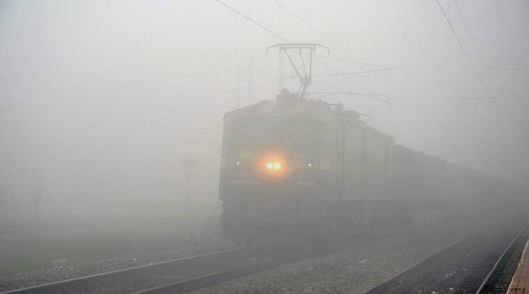 Delhi, delhi fog, delhi weather, delhi trains schedule, trains delayed, weather news, delhi news
