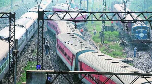 The Delhi-bound Poorva Express derailed at Liluah station on Sunday morning. (Express)