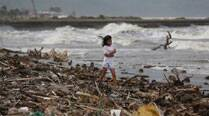 Powerful typhoon Hagupit slams eastern Philippines at 175km/hr