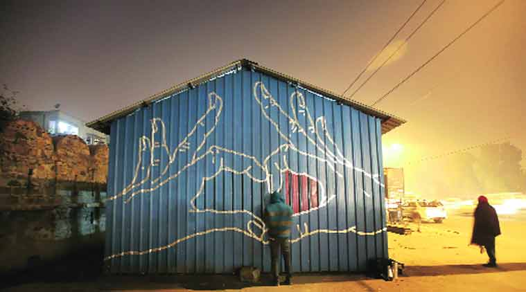 An artist at work on a night shelter near ISBT Kashmere Gate. (Source: Express photo by Ravi Kanojia)