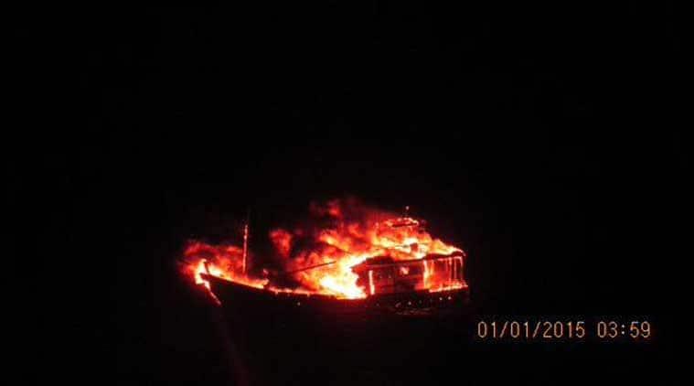 boat-birning-759