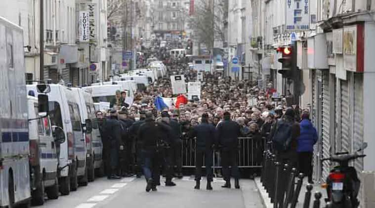 france-attacks-3-700