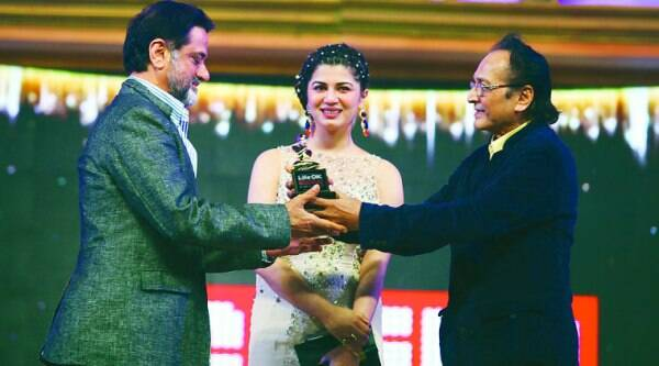 Harry Baweja takes the award from actor Biswajit and Kainat Arora