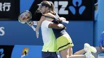 Paes-Hingis storm into mixed doubles final